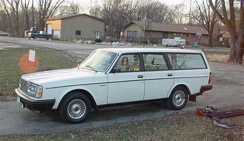 white  volvo  gl station wagon picture volvo car pictures
