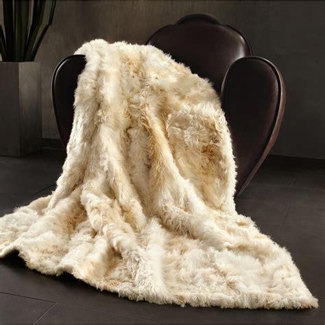 alpakafell kissen oder decke mit 3 jahren garantie - Decke Flauschig