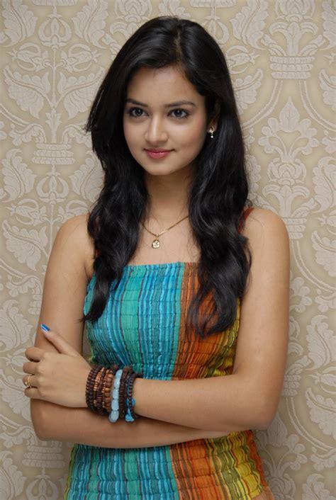 lovely movie heroine photos download shanvi cute looking photos stills tamil movies songs