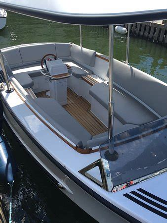 boat marina windermere bowness bay marina windermere boat hire bowness on