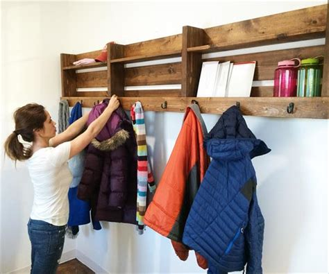 assemble  stuff   pallet coat rack  hooks