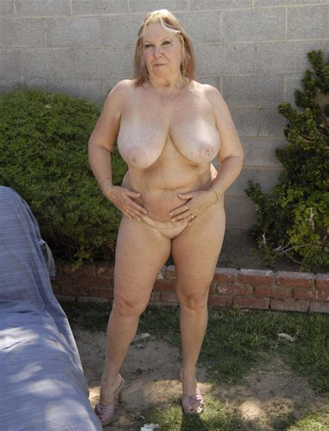 Happy Fat Grannies Enjoing A Nude Sun Bath Chubby