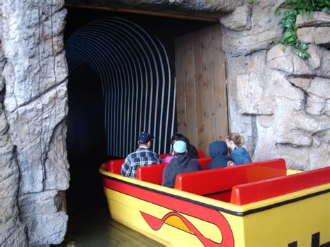 jurassic jungle boat ride cost dollywood christmas 2005