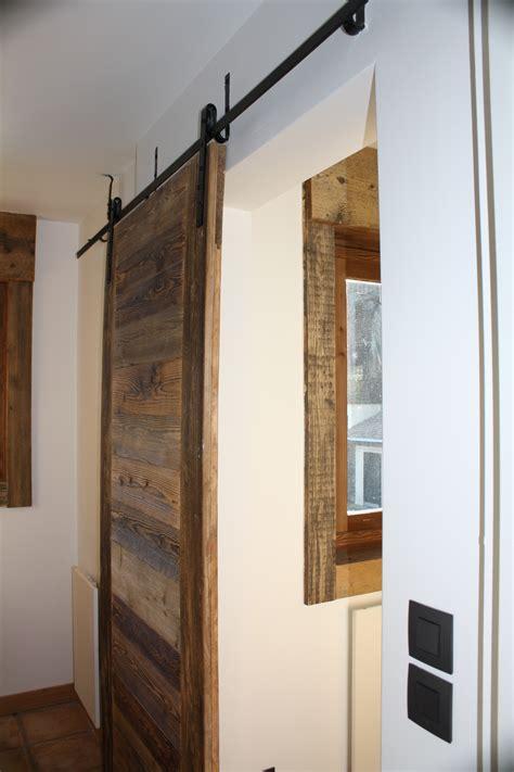 Modern Interior agencement sur mesure vieux bois caches radiateurs
