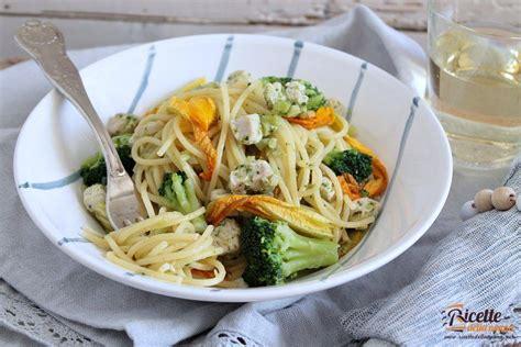 pasta con fiori di zucca spaghetti al tonno con fiori di zucca e broccoli ricette