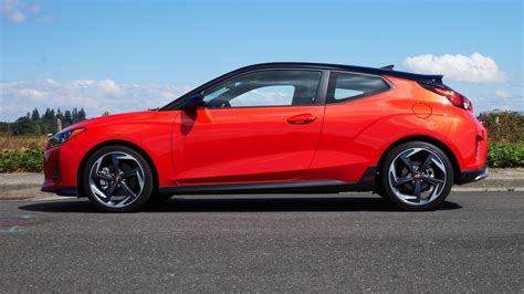 hyundai veloster turbo ultimate loses manual  spec