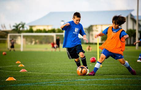 alimentazione calciatore nutrizione per il calcio allenamento partita recupero