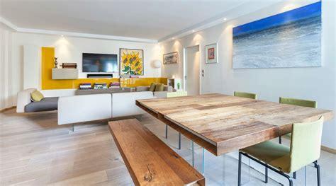soggiorno di design con tavolo quadrato in legno lago lago
