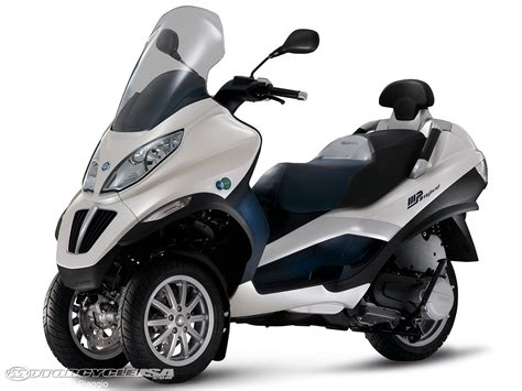 piaggio mp3 hybrid scooter debuts motorcycle usa