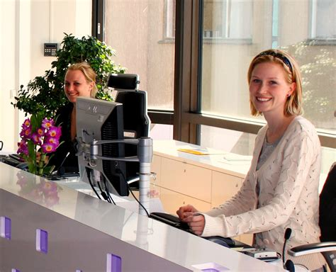 What Is Front Desk Receptionist receptionist