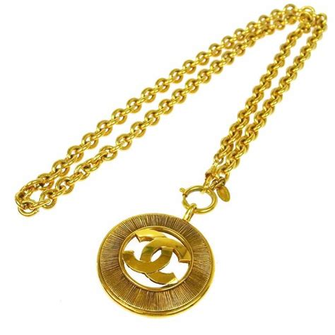 chanel vintage gold coin charm pendant necklace in box at