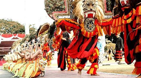 budaya jawa timur tampil  china
