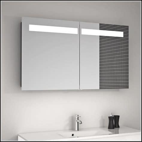 Badezimmer Spiegelschrank Mit Steckdose by Badezimmer Spiegelschrank Mit Licht Und Steckdose
