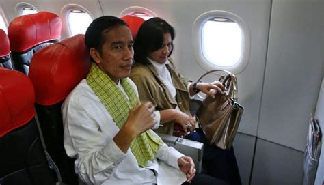 biodata bpk jokowi hadiri wisuda anaknya jokowi naik pesawat ekonomi