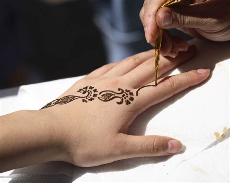 what is henna tattoo ink made of the daily apple august 2014