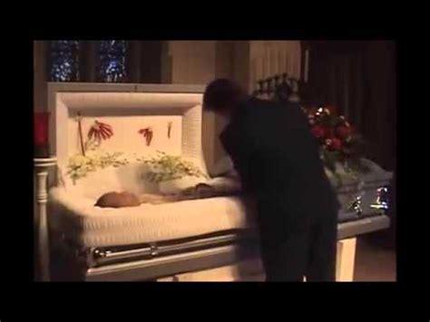 dead celebrities in open caskets robin williams funeral service open casket hd