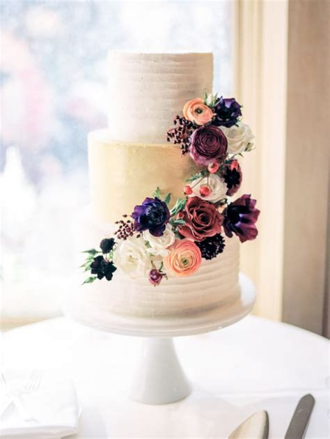 Flowers On Wedding Cakes by Wedding Flowers For Cakes Best 25 Wedding Cake Flowers