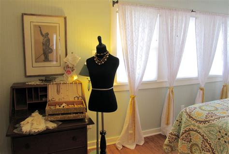 Jewels Vintage Closet by Turning The Past Into A Pop Up Valley Business Report