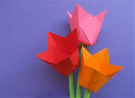 How To Fold A Paper Tulip - how to make paper tulips children s paper crafts
