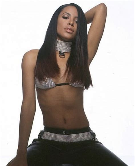 kim kardashian dress up as aaliyah black twitter loses it when kim kardashian dressed up as