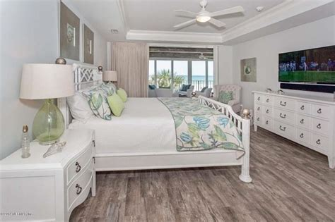 Tropical Master Bedroom with Marazzi montagna rustic bay 6
