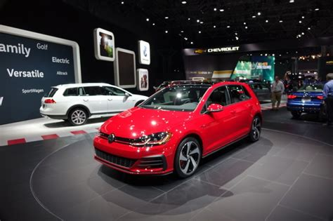Vw New York Auto Show by 2018 Vw Golf Lineup Gets A Facelift And Some New Eyeliner