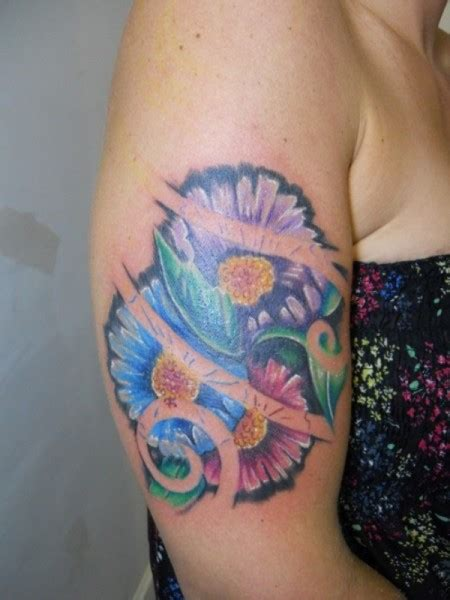 daisy shoulder tattoo tattoos
