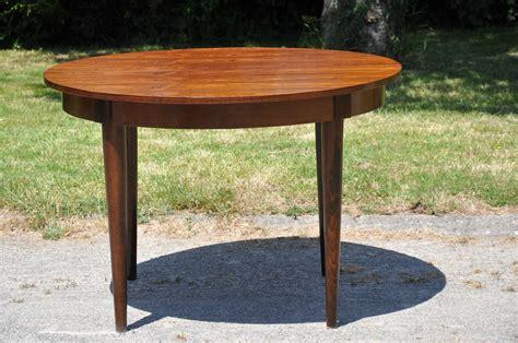 table des type table ronde de type scandinave article vendu