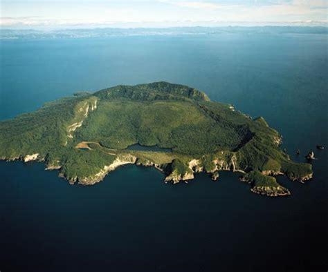 islander a journey around our archipelago by patrick barkham history general interest discovering landforms
