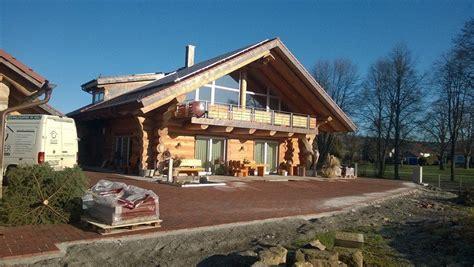 egner blockhaus naturstammhaus neubau in owingen mit naturstamm garage