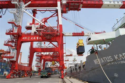 Minyak Nilam Surabaya elektrifikasi alat bongkar muat pelabuhan tanjung perak
