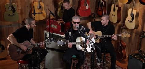 tim plays all the d mods 1998 2004 volume 1 books tim armstrong goes acoustic for black lung
