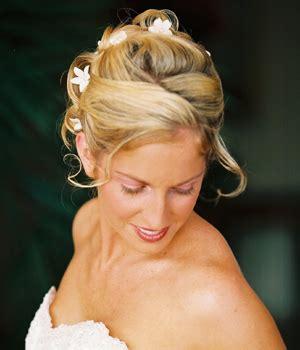 Wedding Hairstyles Hawaii by Hawaiin Bridal Hairstyle With Flowers