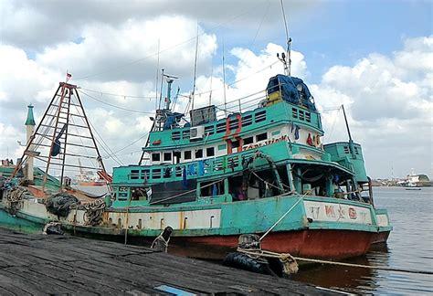 Katrol Kapal ditangkap dua kapal berbendera indonesia yang