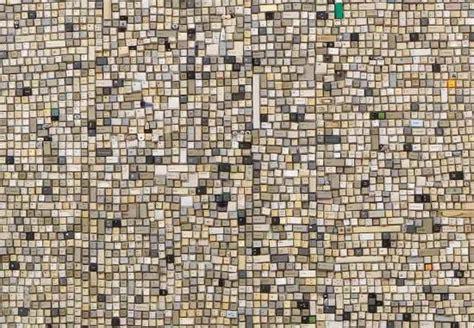 gambar keren orang bertopeng wah dekorasi dinding rumah ini terbuat dari jutaan tombol