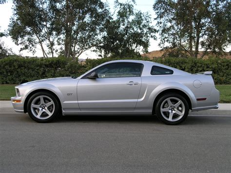 ford mustang photo gallery 2005 gt with 18 inch cobra