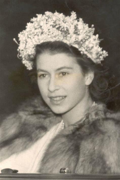 queen elizabeths hairstyle queen elizabeth s style evolution instyle co uk