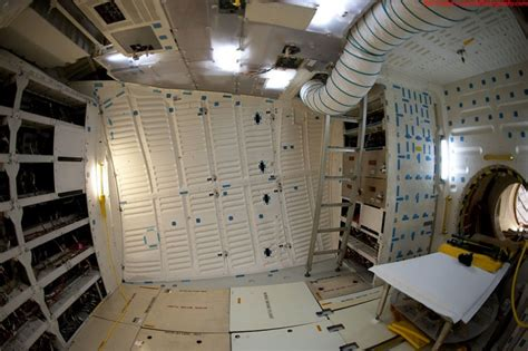 Interior Space Shuttle by What The Endeavour Space Shuttle Looks Like From The Inside If It S Hip It S Here