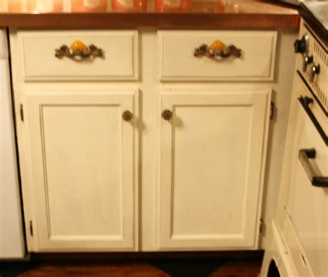chalk paint for kitchen cabinets best chalk painted kitchen cabinets