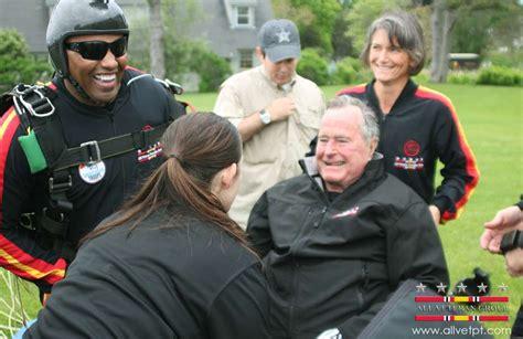 george bush birthday george h w bush celebrates 90th birthday with skydive