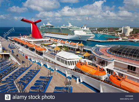 cozumel port carnaval ecstasy e dois royal caribbean cruize navios no