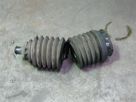 Steering Rack Boot Split by Geddes Auto Power Steering Repairs 636 7064