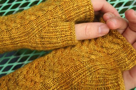 how to knit a thumb warmers living in the woods and stuff