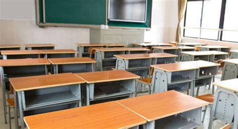banchi scuola elementare a caprara il 50 dei bambini non frequenta la scuola