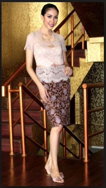Baju Kebaya Pendek Rok Pendek koleksi model baju kebaya modern lengan pendek 2016 fashion trend 2018