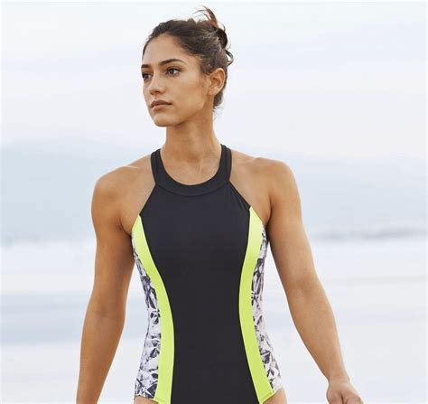 allison stokke pole vault gorgeous pole vaulter allison stokke pose for athleta