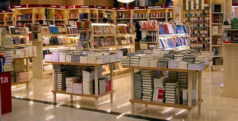 best used books pros of used bookstores lelobooks