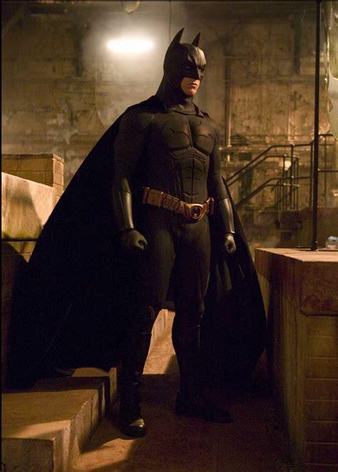 batman begins dossier les costumes de batman dcplanet fr