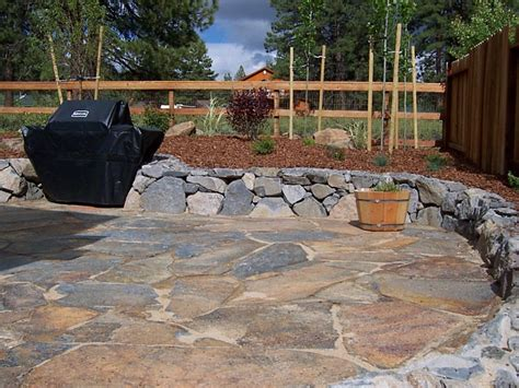 Rock Patio Design Flagstone Patio With Rock Wall