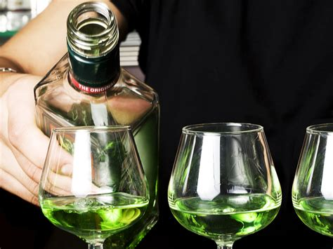 absinthe color why does absinthe its green color absinthe